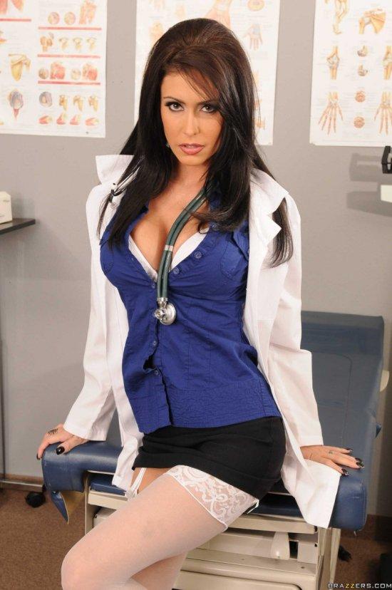 Симпатичная медсестричка Jessica Jaymes (20 фото)