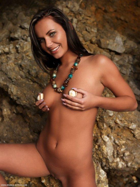 Nataly на скалах (14 фото)