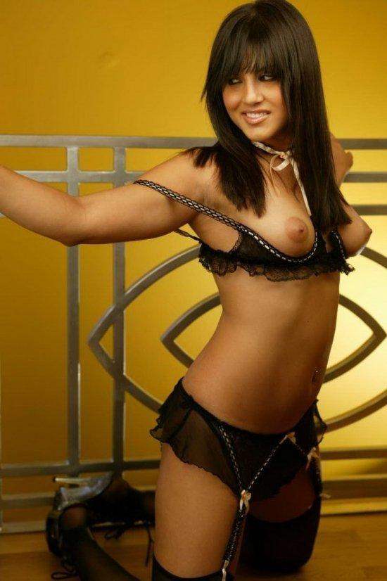 Озорная шалунья Sunny Leone (15 фото)