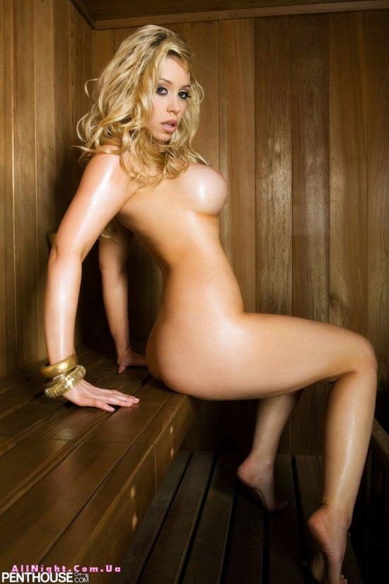 Alisha King в парилке сауны (16 фото)