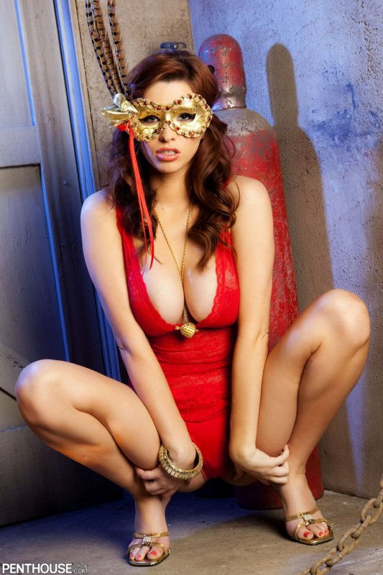 Sabrina Maree в маскарадной маске (12 фото)