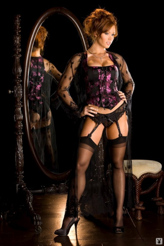 Christina Smith возле зеркала (16 фото)