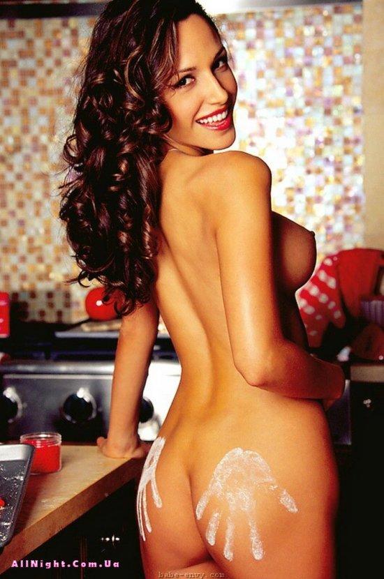 Jeanette Marie развлекается на кухне (18 фото)