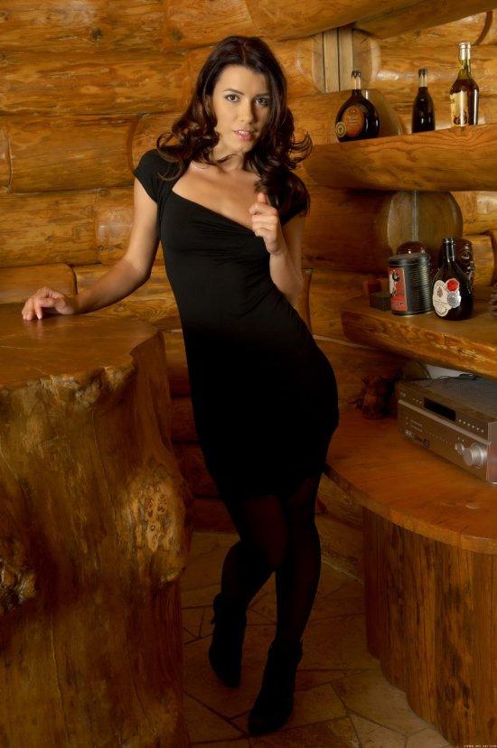 Betty Saint в домике из дерева (20 фото)