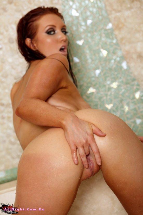 Красавица Veronica Ricci разыгралась в душе (20 фото)