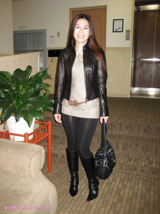 Китаянка в леггинсах