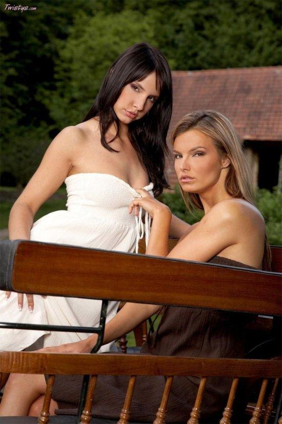 Лесбийские ласки Suzie и Monika Vesela (12 фото)