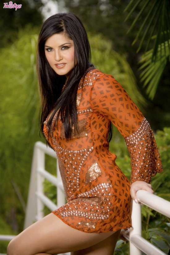 Sunny Leone на прогулке (12 фото)