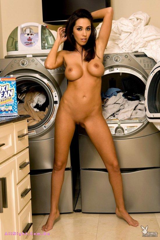 Candice Guerrero стирает свои вещи (20 фото)