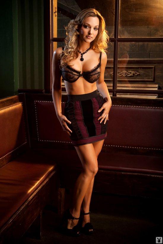 Daniella Mugnolo в эротичной атмосфере (20 фото)