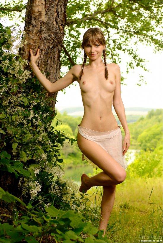 Anya и прекрасные пейзажи (20 фото)