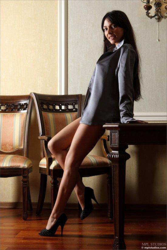 Katya в халатике и каблуках (16 фото)