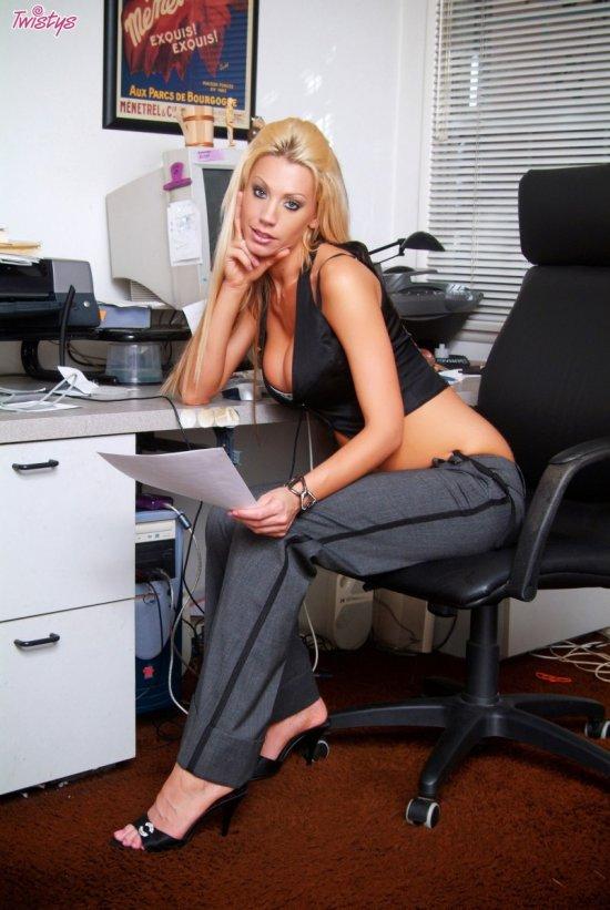 Эротическая бизнесвумен Tanya James (20 фото)