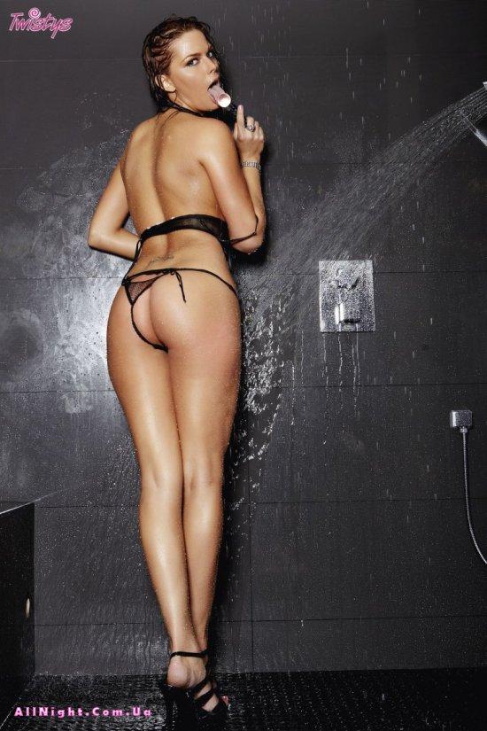 Meggan Malone играет в душе (20 фото)