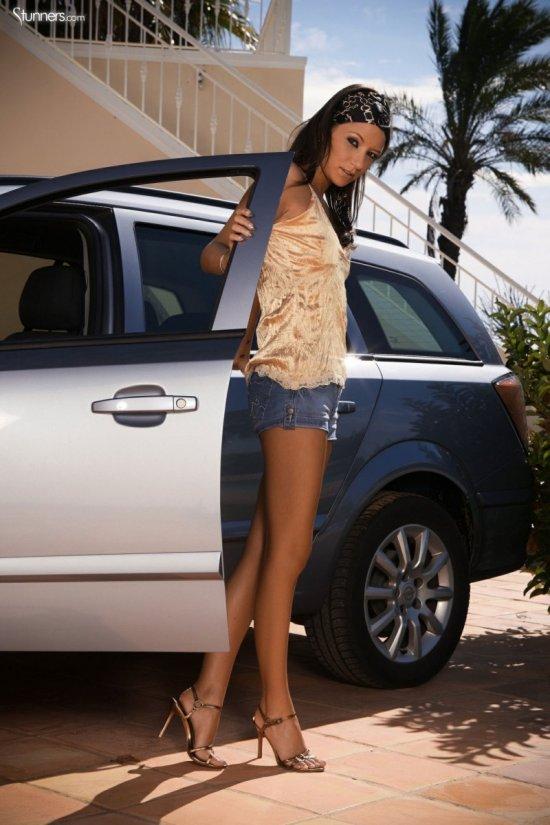 Симпатичная девушка Aiden и авто (20 фото)