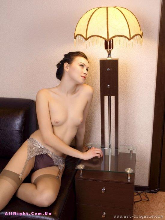 Лёгкая обнаженка девушки Kristina (20 фото)