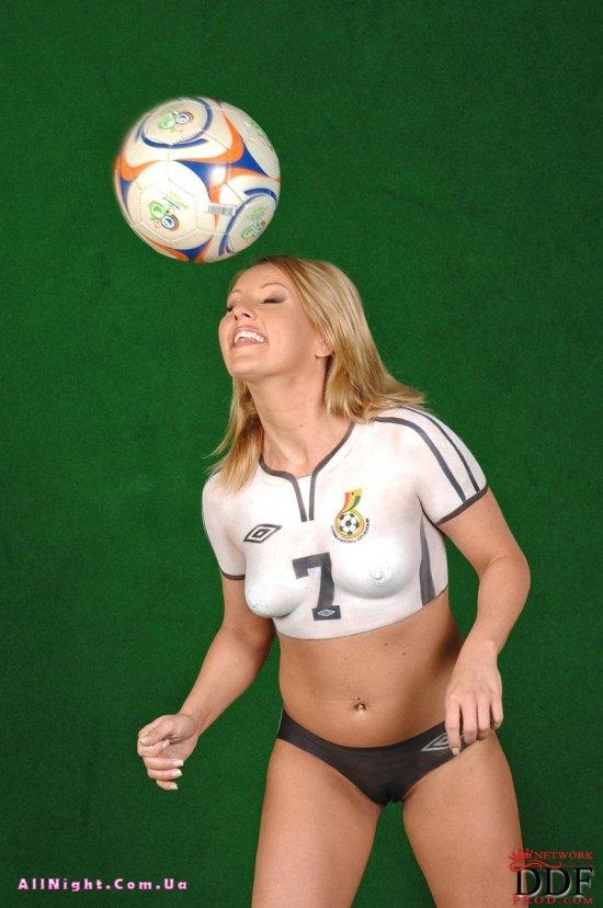 Эротический футбольный игрок Viktoria Blonde (20 фото)