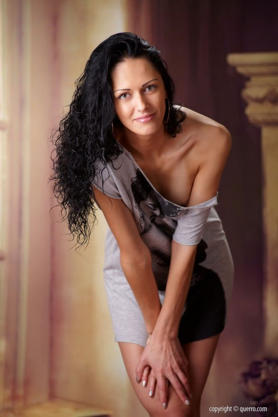 Красивая фотосессия брюнетки Dina (20 фото)