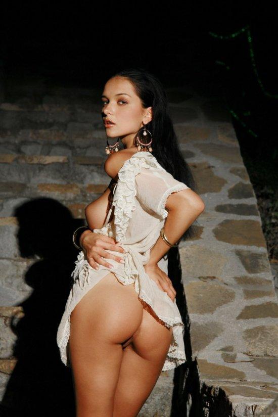 Kathy Fey голая на прогулке ночью (20 фото)