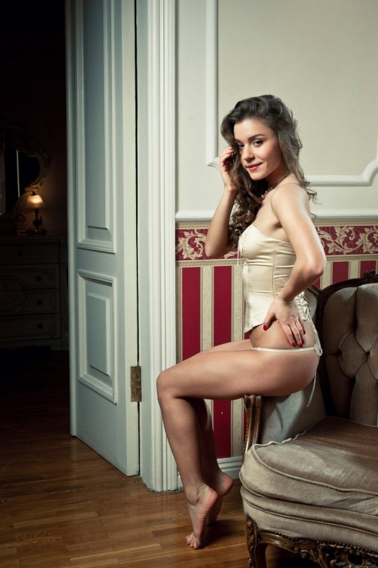 Lili в роскошных апартаментах (20 фото)