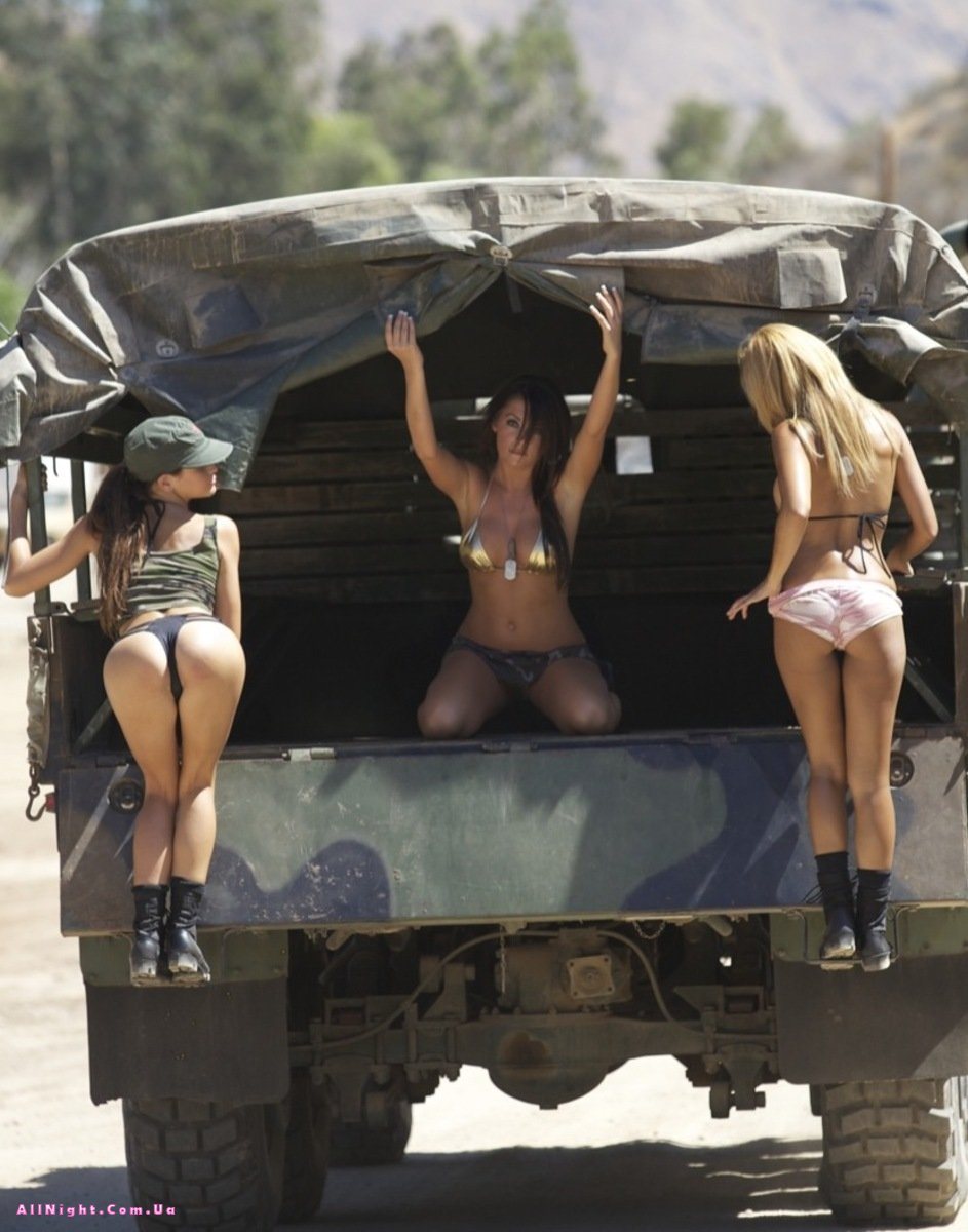 Эротическое фото военных девушек 22 фотография