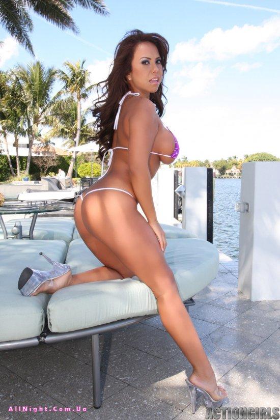 Сексуальная Rachel в бикини (15 фото)