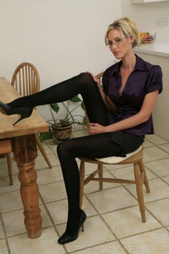 Стройные ножки Andrea в колготках (14 фото)