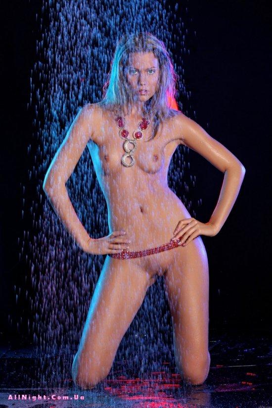 Освежающий душ на фотосессии Betti (15 фото)