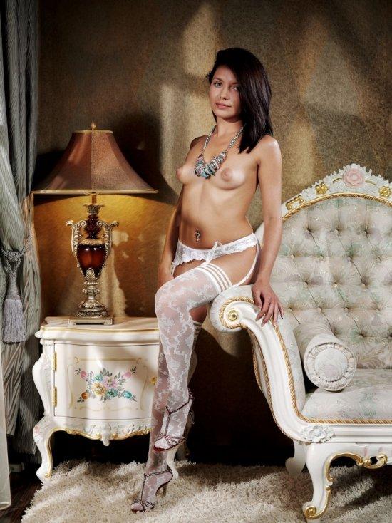 Роскошный интерьер и симпатичная Kayla (14 фото)