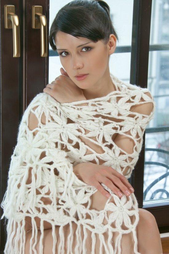 Luisa на мягком ковре (18 фото)