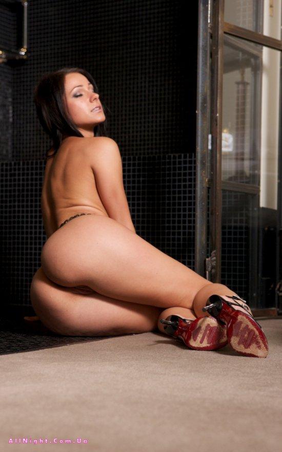 Melissa раздвигает свои ножки (12 фото)