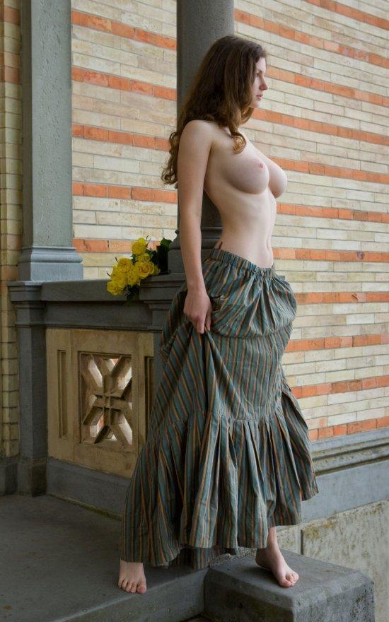 Впечатляющие сиськи Susanna (14 фото)