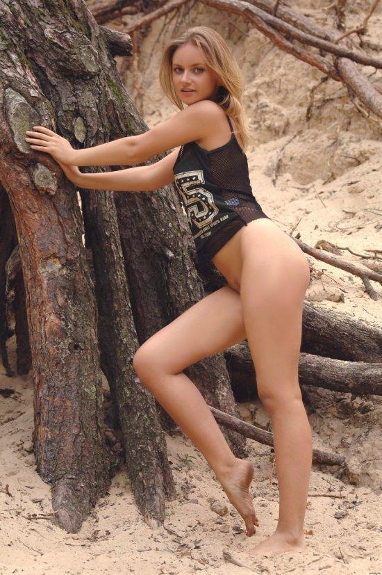 Лесные забавы Linda (12 фото)
