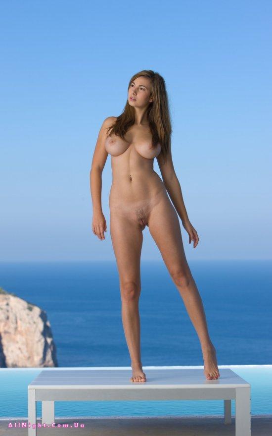 Мягкий фон моря и эротика Josephine (18 фото)