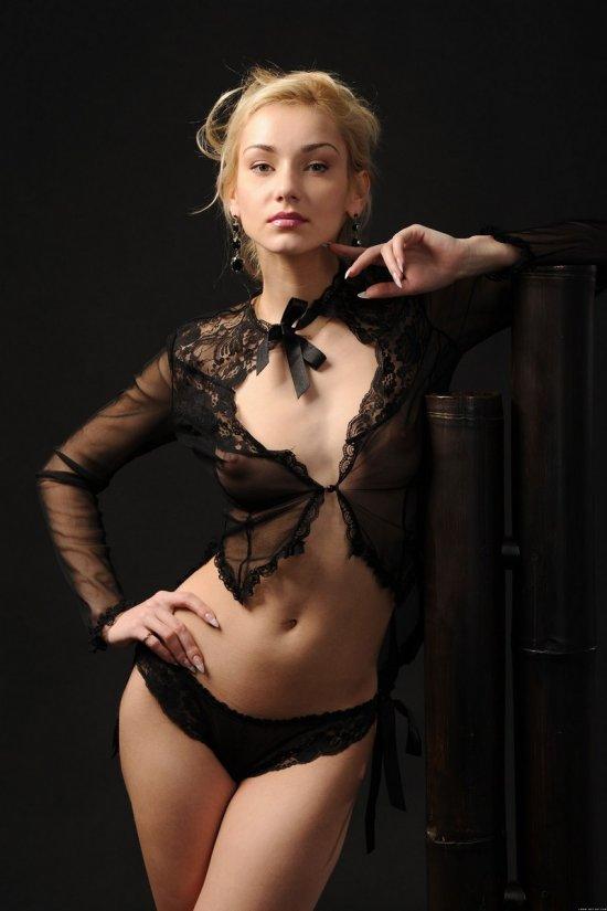 Блондинка Natalia в арт эротике (18 фото)