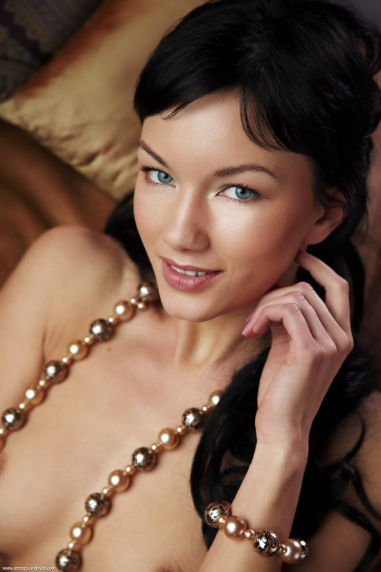 Обнаженная модель Loreen (10 фото)