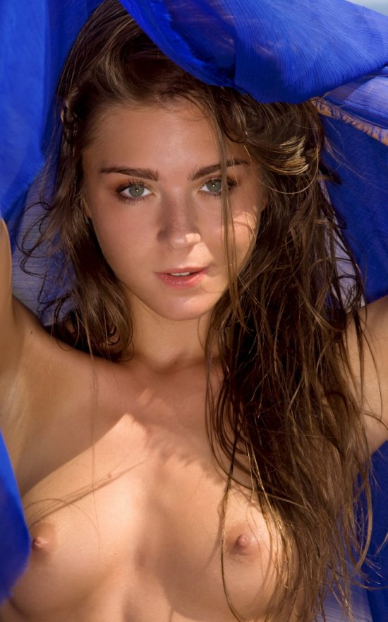 Lily C в степи у пляжа (20 фото)