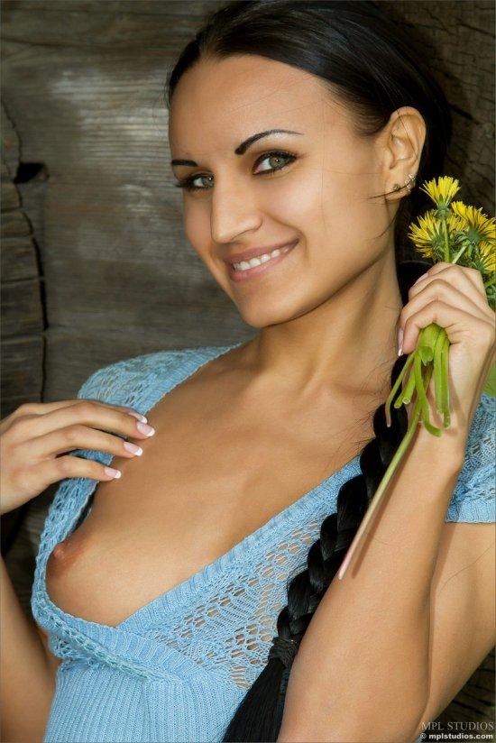 Соблазн брюнетки Maryana (16 фото)