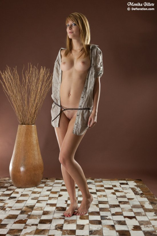 Притягивающая скромность Monika Gillete (24 фото)