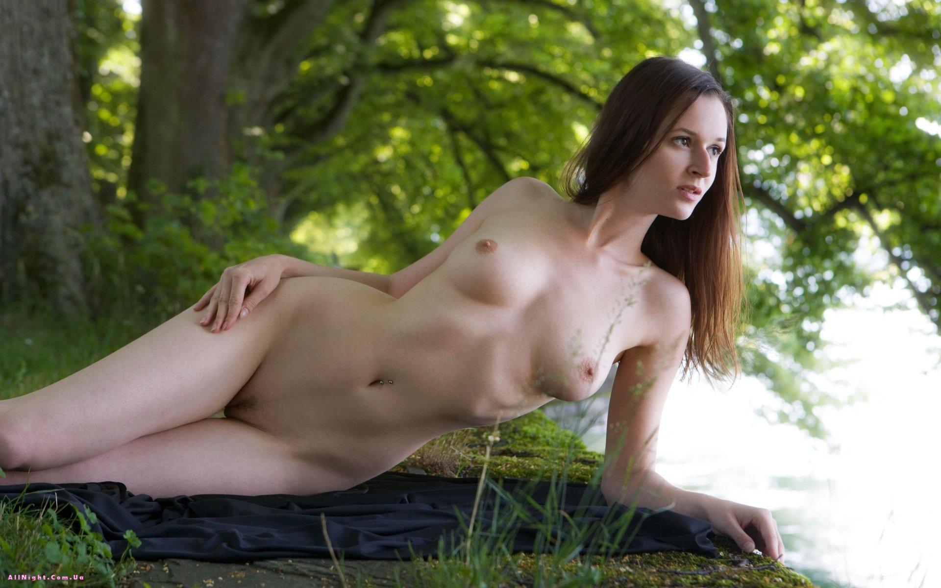 Красивая эротика в парке, порно бабы круто трахают мужиков смотреть онлайн