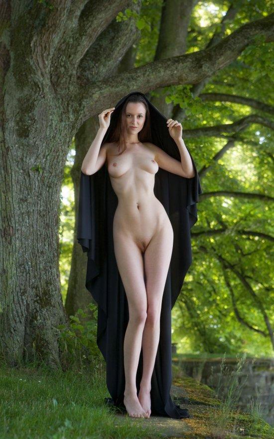 Эротика Anna-Leah в весеннем парке (10 фото)