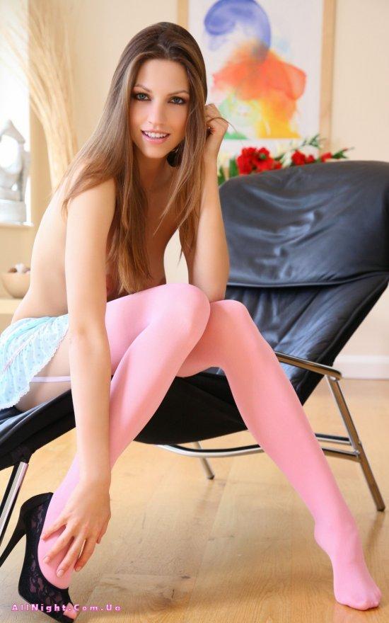 Розовые чулки на сексуальной Eufrat (18 фото)