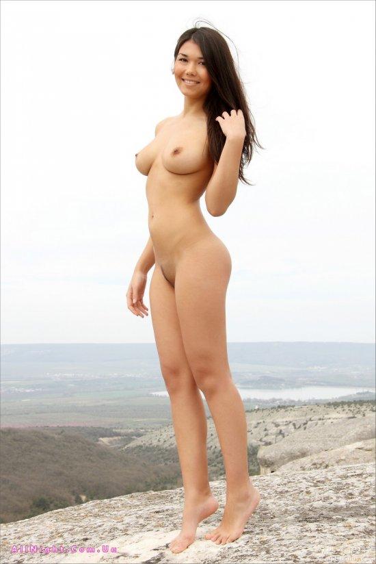 Интимные фото Kiana в горной местности (18 фото)