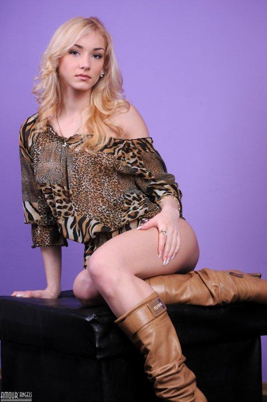 Чары блондинки Linda (22 фото)