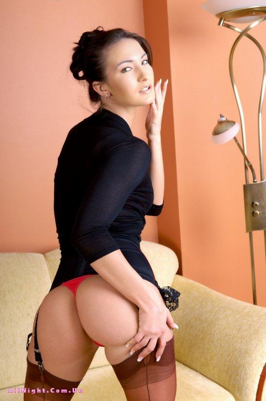 Жара в комнате Demi (12 фото)