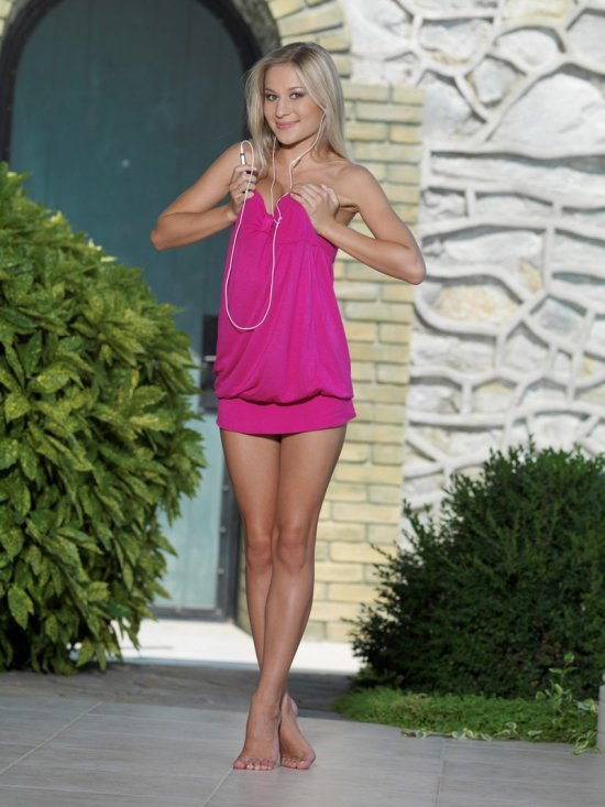 Хрупкая красота блондинки Kandis (20 фото)