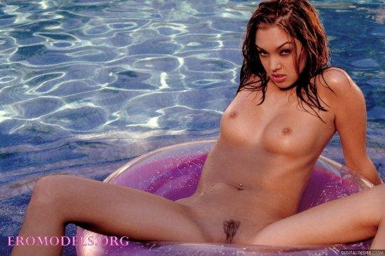 Неугомонная эротичность Valentina Vaughn (12 фото)