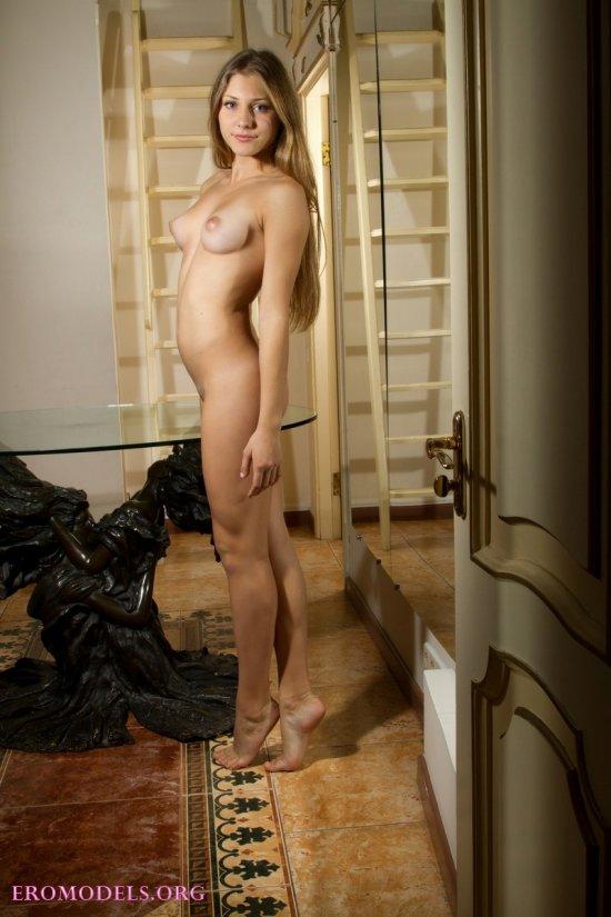 Шалости Lola с эротическими откровениями (12 фото)
