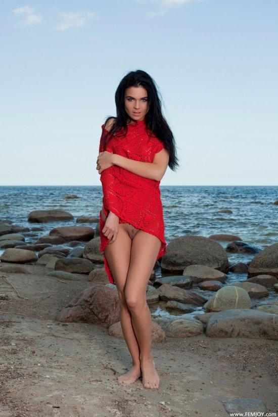 Vera и её эффектное прощание с морем (14 фото)