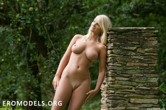 Miela показала прекрасы эротического жанра (12 фото)